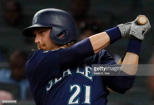 Taylor Motter of the Seattle Mariners hits a twoRBI single in the eighth inning against the Atlanta Braves at SunTrust Park on August 23 2017 in...