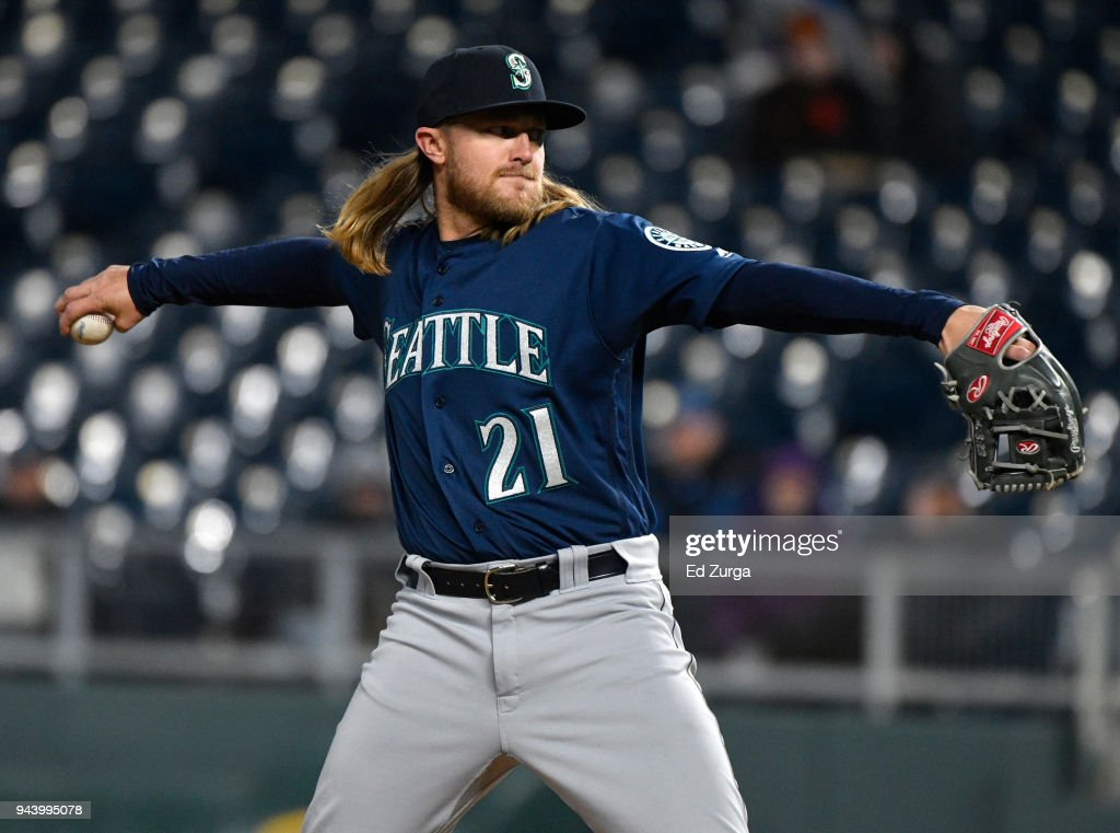 Taylor Motter #21 of the Seattle Mariners throws in the eighth inning against the Kansas City Royals at Kauffman Stadium on April 9, 2018 in Kansas City, Missouri.