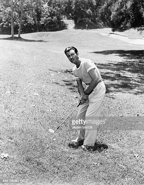 Taylor Robert * Schauspieler USA Ganzkoerperaufnahme beim Golf spielen 1955