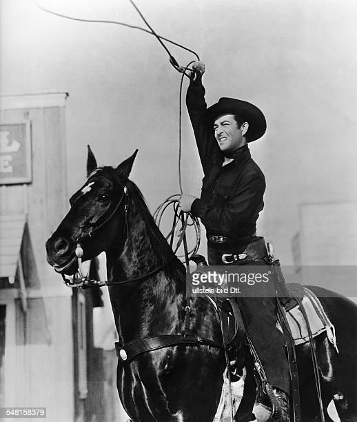 Taylor Robert * Schauspieler USA Rollenportrait als Cowboy auf einem Pferd 1955