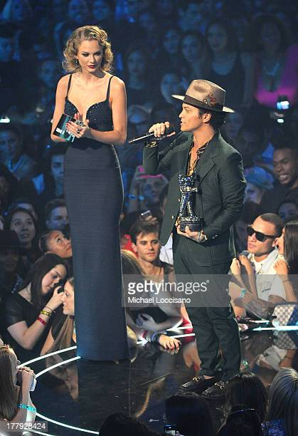 20 Taylor Swift Bruno Mars Photos And Premium High Res Pictures Getty Images