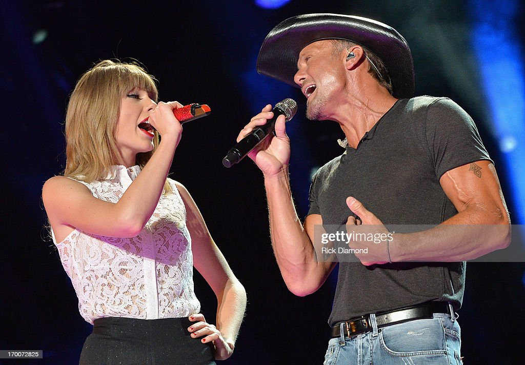 Taylor Swift and Tim McGraw perform during the 2013 CMA Music Festival on June 6, 2013 in Nashville, Tennessee.