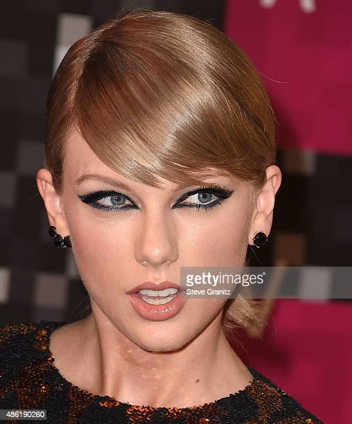 Taylor Swift arrives at the 2015 MTV Video Music Awards at Microsoft Theater on August 30 2015 in Los Angeles California