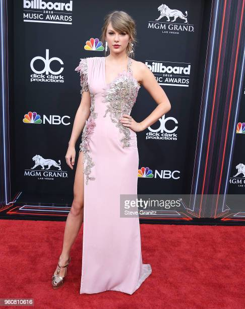 Taylor Swift arrives at the 2018 Billboard Music Awards at MGM Grand Garden Arena on May 20 2018 in Las Vegas Nevada
