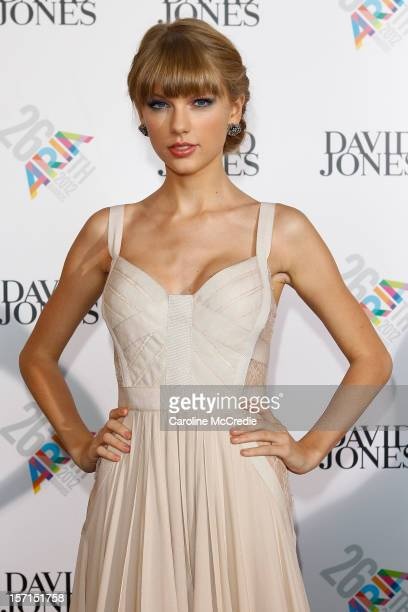Taylor Swift arrives at the 26th Annual ARIA Awards 2012 at the Sydney Entertainment Centre on November 29, 2012 in Sydney, Australia.