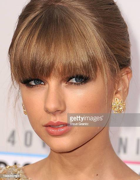 Taylor Swift arrives at the 40th Anniversary American Music Awards at Nokia Theatre LA Live on November 18 2012 in Los Angeles California