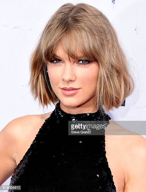 Taylor Swift arrives at the iHeartRadio Music Awards on April 3 2016 in Inglewood California