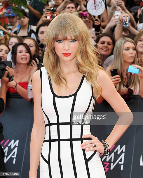 Taylor Swift arrives on the red carpet at the 2013 MuchMusic Video Awards at Bell Media Headquarters on June 16, 2013 in Toronto, Canada.