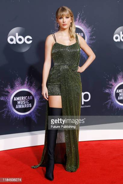 STATES NOVEMBER 24 2019 Taylor Swift at the 2019 American Music Awards arrivals at Microsoft Theater PHOTOGRAPH BY P Lehman / Barcroft Media