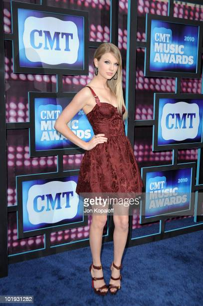 Taylor Swift attends the 2010 CMT Music Awards at the Bridgestone Arena on June 9, 2010 in Nashville, Tennessee.