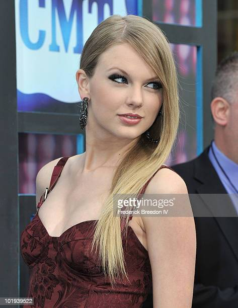 Taylor Swift attends the 2010 CMT Music Awards at the Bridgestone Arena on June 9 2010 in Nashville Tennessee