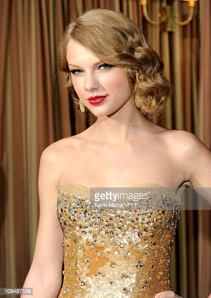 Taylor Swift attends the 2011 Vanity Fair Oscar Party Hosted by Graydon Carter at the Sunset Tower Hotel on February 27, 2011 in West Hollywood,...