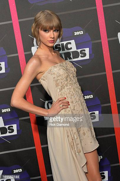 Taylor Swift attends the 2013 CMT Music awards at the Bridgestone Arena on June 5 2013 in Nashville Tennessee