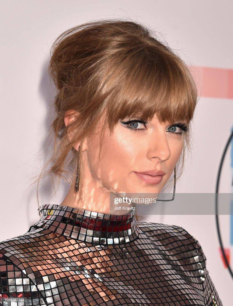 2018 American Music Awards - Red Carpet : ニュース写真