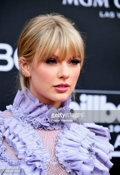 2 530 Taylor Swift Billboard Photos And Premium High Res Pictures Getty Images