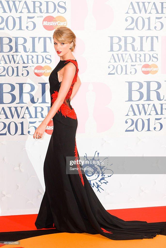 BRIT Awards 2015 - Red Carpet Arrivals : News Photo