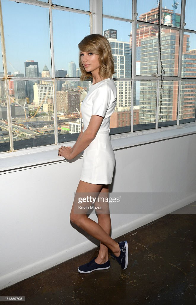 Taylor Swift attends the Keds and Taylor Swift 1989 Style Event at Canoe Studios on May 27, 2015 in New York City.