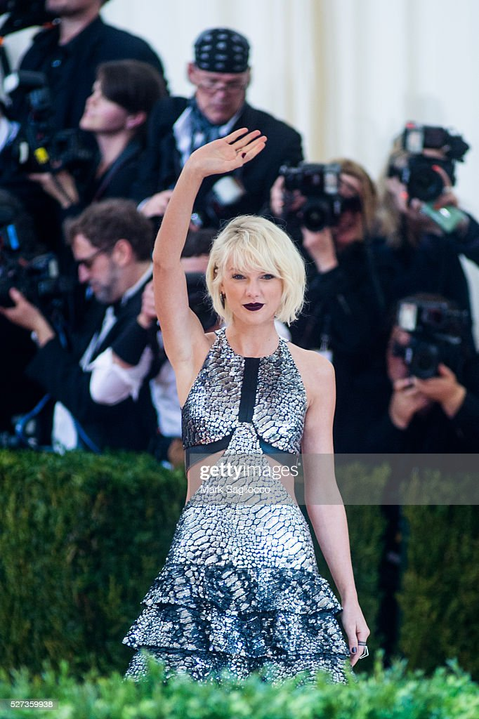 """NY: """"Manus x Machina: Fashion In An Age Of Technology"""" Costume Institute Gala - Outside Arrivals"""