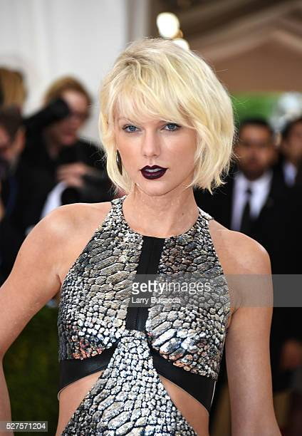 Taylor Swift attends the Manus x Machina Fashion In An Age Of Technology Costume Institute Gala at Metropolitan Museum of Art on May 2 2016 in New...