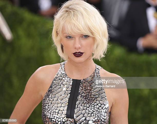 Taylor Swift attends the 'Manus x Machina Fashion In An Age Of Technology' Costume Institute Gala at Metropolitan Museum of Art on May 2 2016 in New...