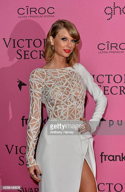 Taylor Swift attends the pink carpet of the 2014 Victoria's Secret Fashion Show on December 2 2014 in London England