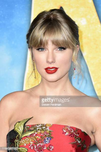 "Taylor Swift attends the world premiere of ""Cats"" at Alice Tully Hall, Lincoln Center on December 16, 2019 in New York City."
