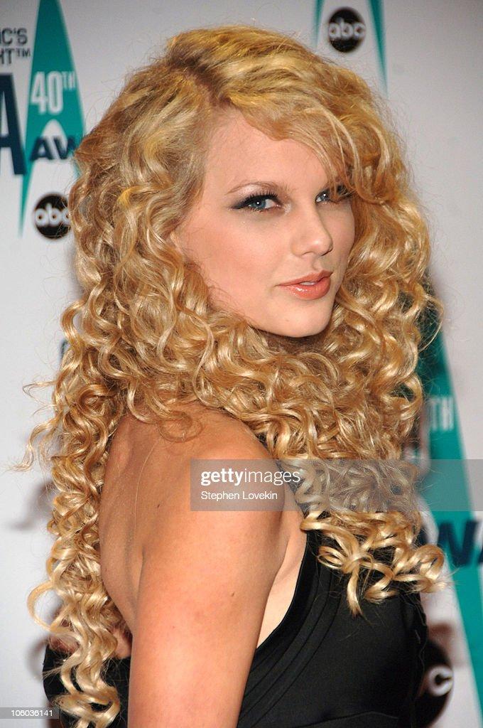 The 40th Annual CMA Awards - Arrivals : News Photo