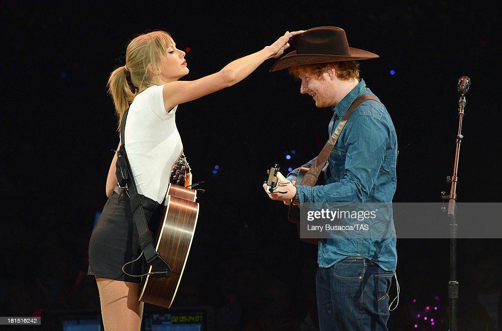 Taylor Swift's RED Tour - Nashville - 9/21/2013 : News Photo