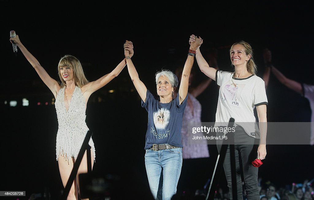 Taylor Swift, musician Joan Beaz and actress Julia Roberts take a bow on stage during Swift's 'The 1989 World Tour' at Levi's Stadium on August 15, 2015 in Santa Clara, California.