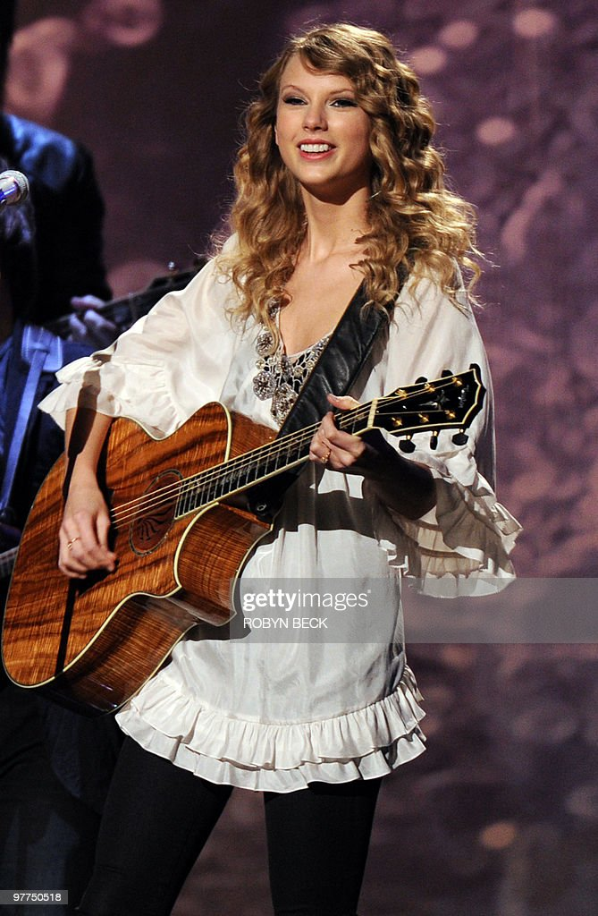 Taylor Swift performs at the 52nd annual Grammy Awards in Los Angeles on January 31, 2010.