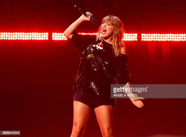 Taylor Swift performs at the Z100's iHeartRadio Jingle Ball 2017 at Madison Square Garden on December 7 2017 in New York / AFP PHOTO / ANGELA WEISS