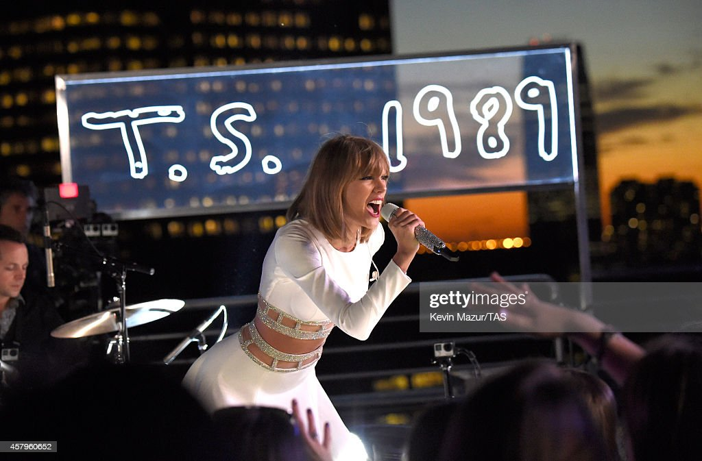 Taylor Swift performs during her 1989 Secret Session with iHeartRadio on October 27, 2014 in New York City.