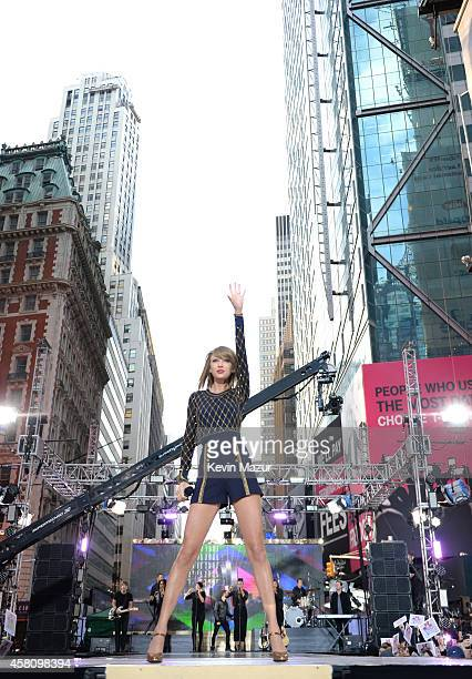 Taylor Swift performs during her epic '1989' Times Square concert on 'Good Morning America' on October 30 2014 in New York City