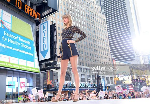 Taylor Swift performs during her epic 1989 Times Square concert on Good Morning America on October 30 2014 in New York City