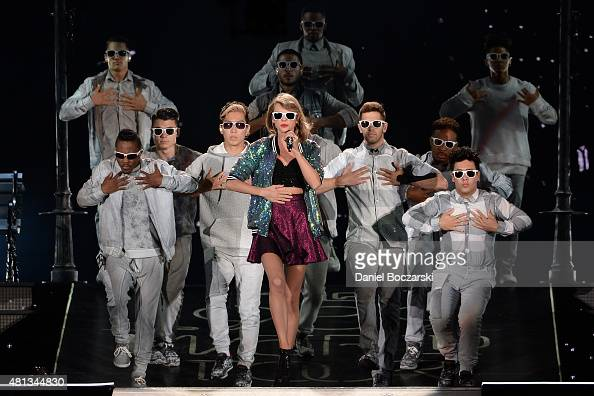 Taylor Swift Performs During The 1989 Tour At Soldier Field On July News Photo Getty Images