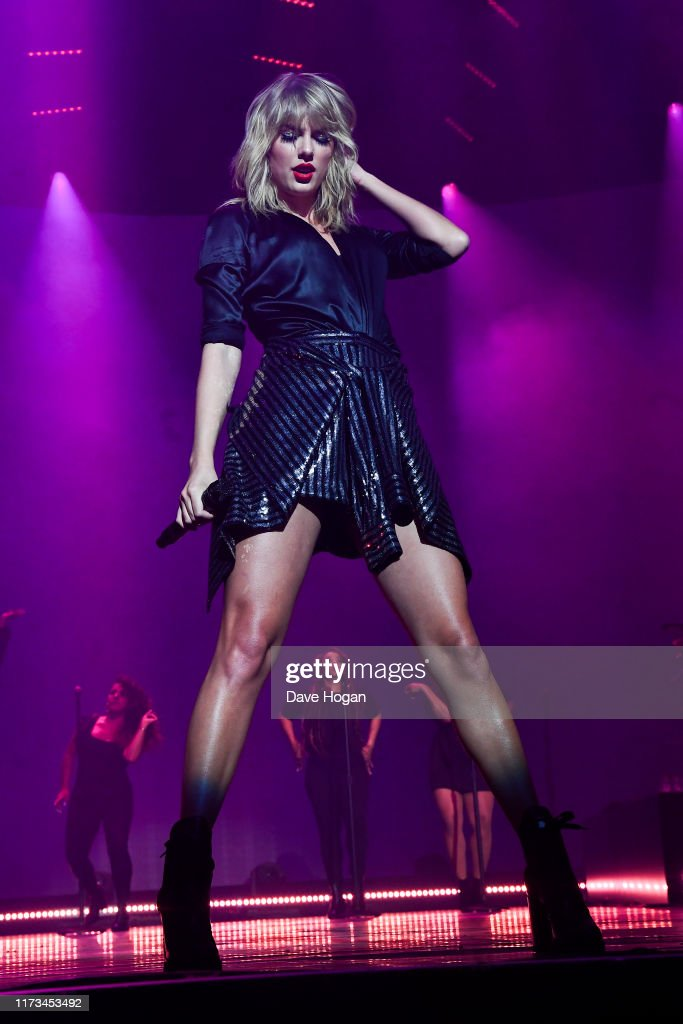 Taylor Swift City of Lover Concert at L'Olympia : Nieuwsfoto's