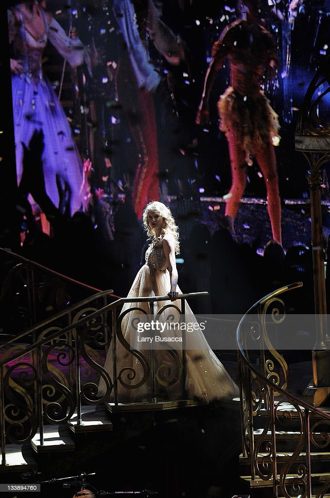 "Taylor Swift ""Speak Now World Tour"" In New York City - November 21, 2011"