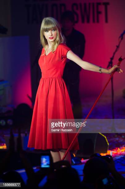 Taylor Swift performs live after switching on the Christmas lights at Westfield London, White City on November 6, 2012 in London, England.