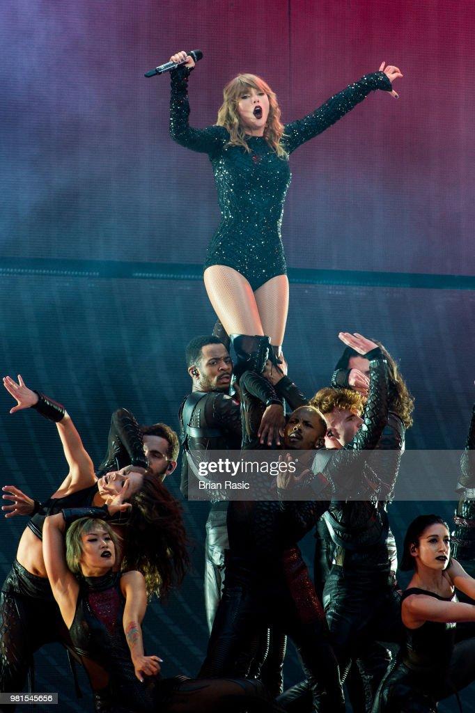 Taylor Swift Performs At Wembley Stadium : ニュース写真