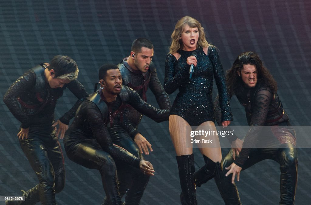 Taylor Swift Performs At Wembley Stadium : News Photo