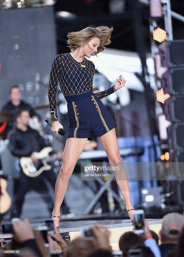 Taylor Swift Performs On ABC's 'Good Morning America' at Times Square on October 30, 2014 in New York City.