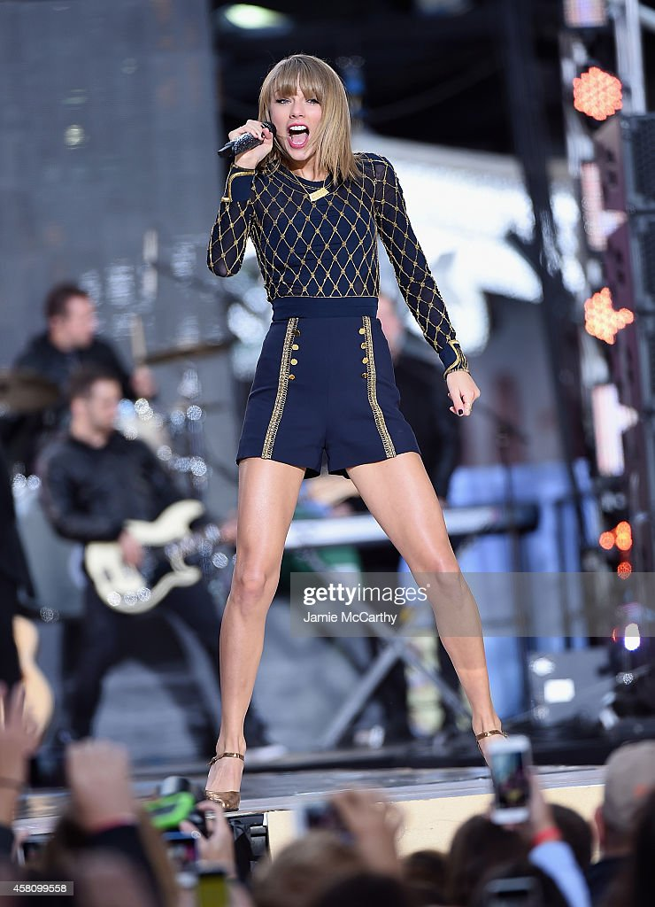Taylor Swift Performs On ABC's 'Good Morning America' : News Photo