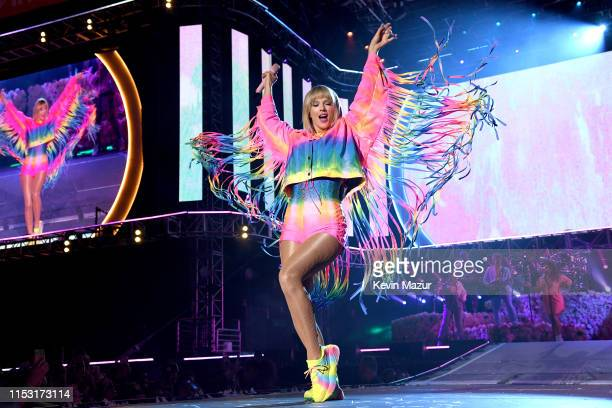 Taylor Swift performs onstage at 2019 iHeartRadio Wango Tango presented by The JUVÉDERM® Collection of Dermal Fillers at Dignity Health Sports Park...