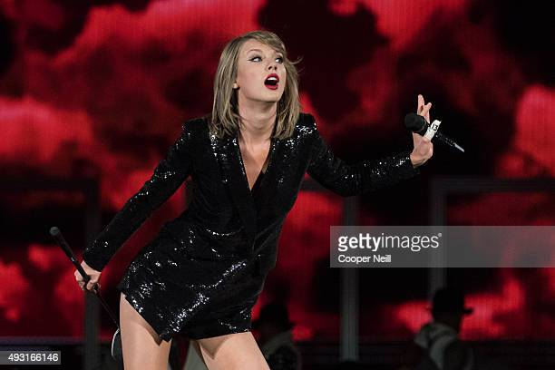 44 Taylor Swift The 1989 World Tour Live In Dallas Photos And Premium High Res Pictures Getty Images