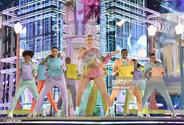 Taylor Swift performs onstage during the 2019 Billboard Music Awards at MGM Grand Garden Arena on May 1, 2019 in Las Vegas, Nevada.