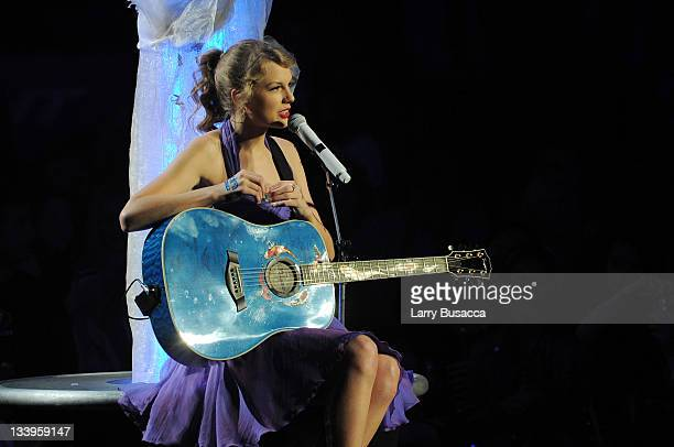 601 Taylor Swift Guitar Photos And Premium High Res Pictures Getty Images