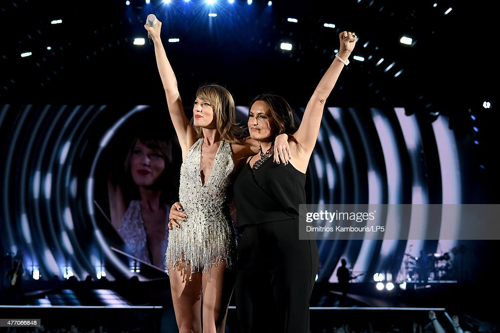Taylor Swift performs onstage with actress Mariska Hargitay during The 1989 World Tour on June 13, 2015 at Lincoln Financial Field in Philadelphia, Pennsylvania.