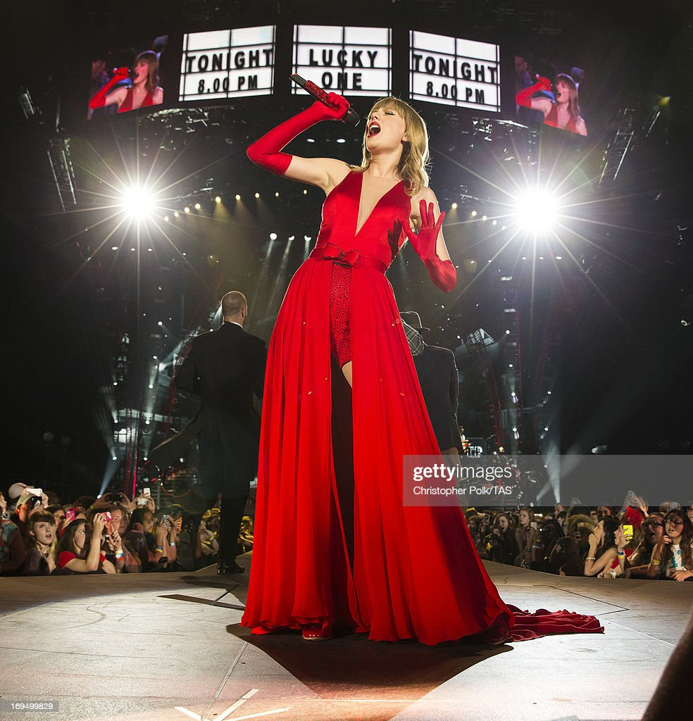28 Stunning Taylor Swift Stage Shots