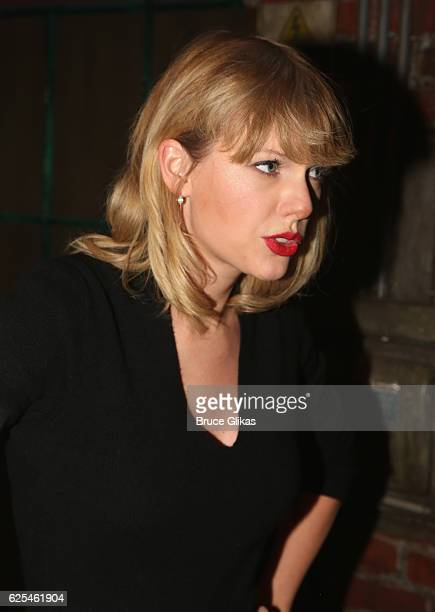 Taylor Swift poses backstage at the hit musical 'Kinky Boots' on Broadway at The Al Hirschfeld Theater on November 23 2016 in New York City