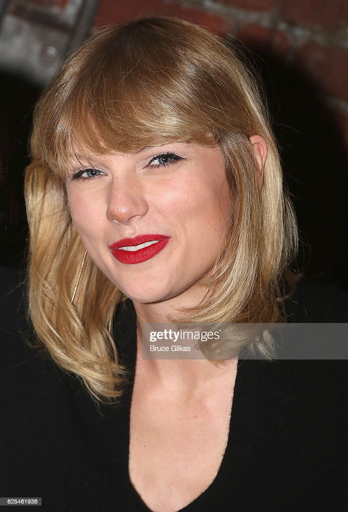 Taylor Swift Visits Broadway : News Photo